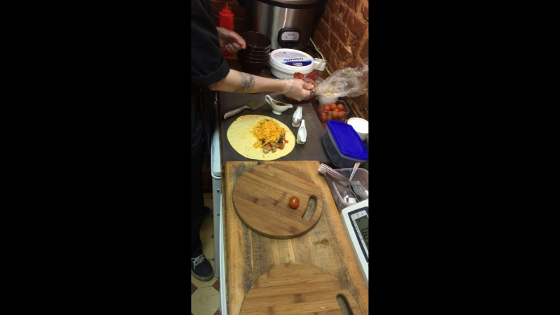 Алексей готовит кушать