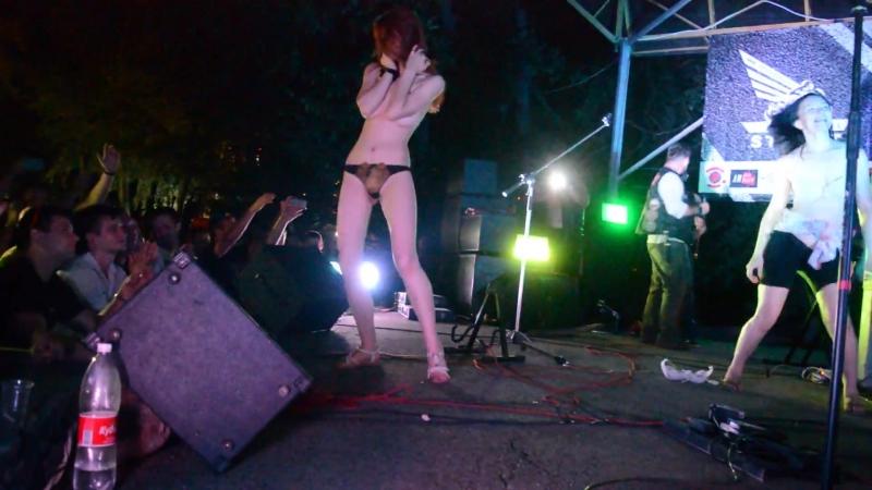 Видео голые танцуют в клубе
