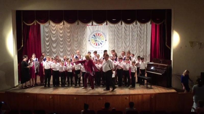 Сводный хор участников VII Международного летнего проекта и конкурса Лазурная Жемчужина. 28 июня 2018. Абхазия, г. Гагра