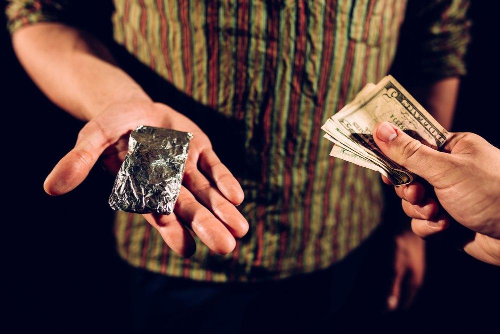 Двух томичей будут судить за продажу наркотиков через интернет