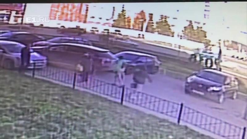 В Екатеринбурге женщина на Lexus RX устроила ДТП и скрылась