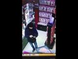 Не сдержался и проверил товар прямо в секс-шопе