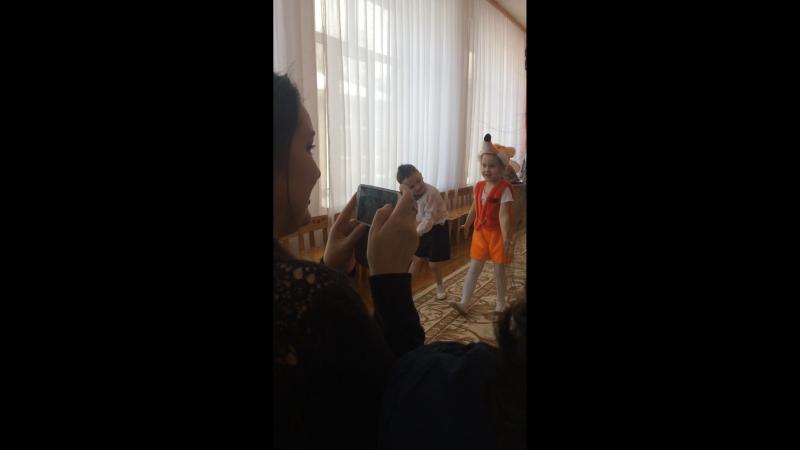 Светослав танцует