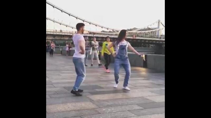 (Деги безам Аида) как красиво они танцуют