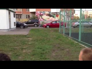 Трюкач на скутере