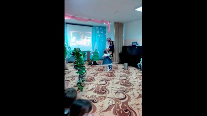 праздник День Победы Танец Смуглянка исполняют дети ст. группы Дружная семейка