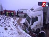 На трассе Вологда - Новая Ладога ВАЗ въехал под грузовик МАН