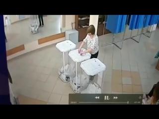 Члены комиссии УИКа № 6 в Алексеевке внезапно голосуют друг за другом