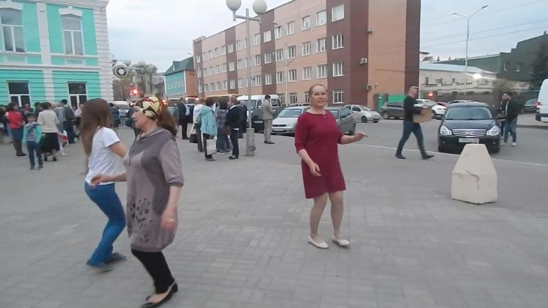 Марийская веревка возле башкирской государственной филармонии имени Ахмета Хусаинова