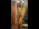 Молодая голенькая танцует