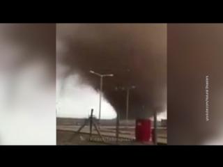 Удивительный торнадо в Иране. Полтэргейст над вулканом. Удачливый канатоходец