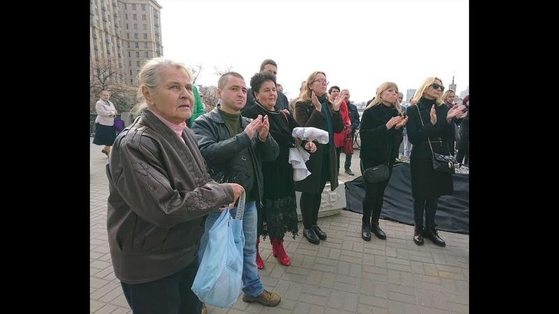Кияни оплесками попрощалися з Мариною Поплавською біля Жовтневого палацу