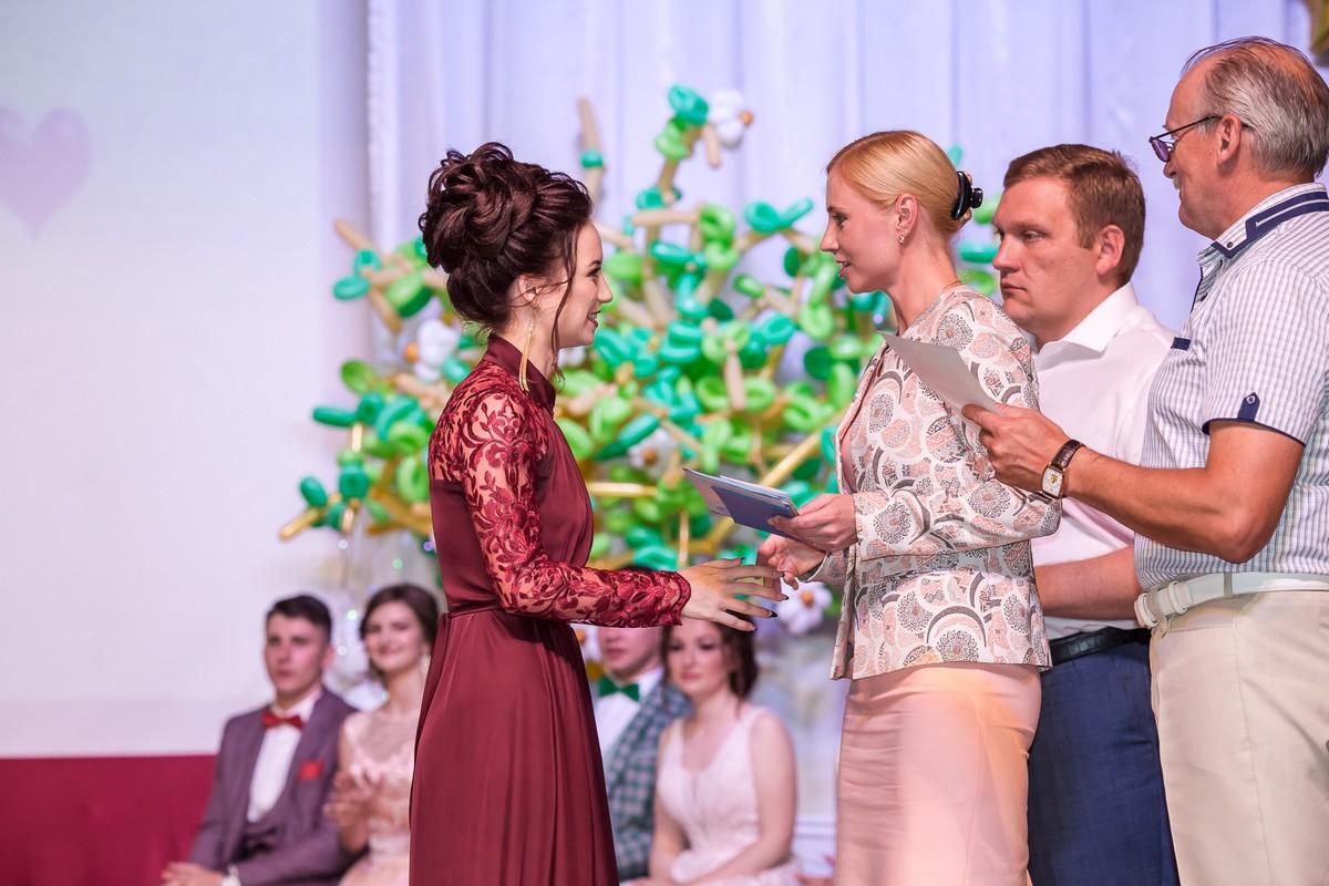 Михайловские школьники получили аттестаты в День молодежи
