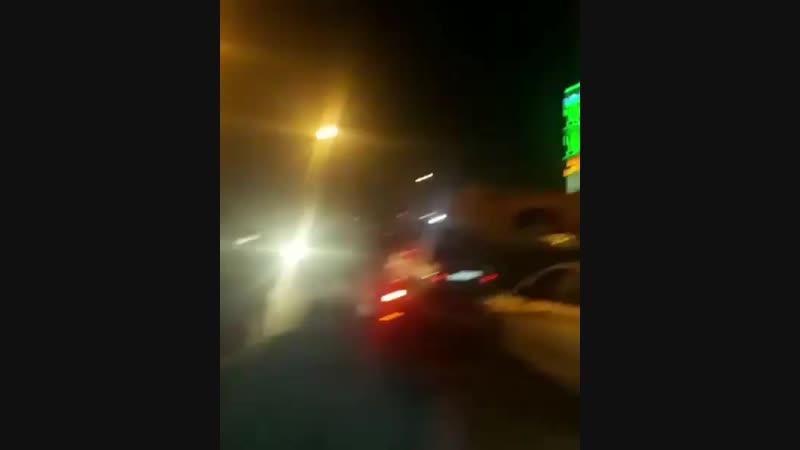 Село Сурхахи в эти минуты. Сотни машин приехали в село не дать в обиду Нальгиева Мухажира. Кадыров по нашим данным покинул село.
