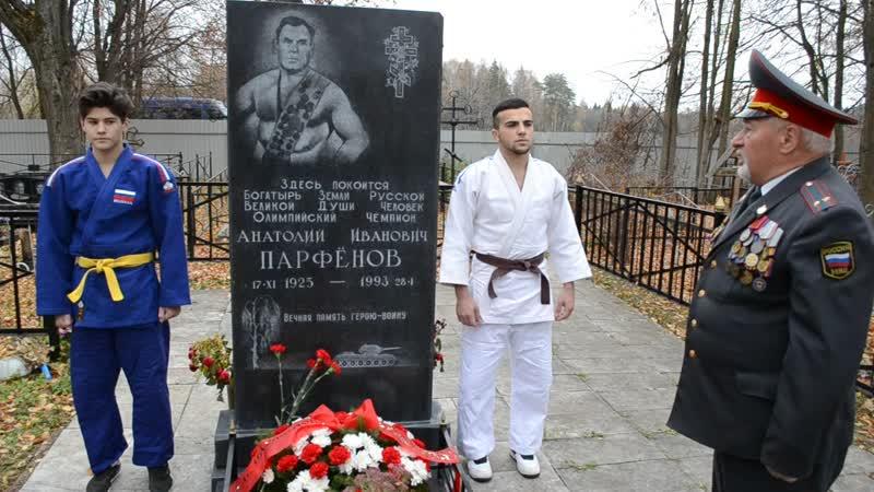 На могиле Олимпийского чемпиона