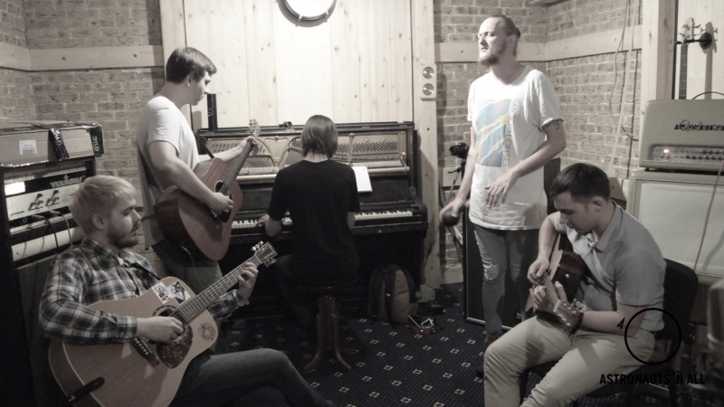 Astronauts 'n All - Knives Out (unplugged)