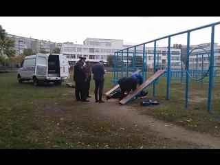 повешенного мужчину нашли на школьном турнике в Липецке