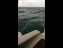 В небольшой шторм на яхте