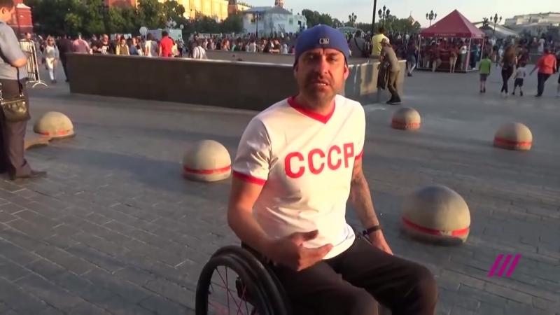 Болельщик из США подарил российскому фанату инвалидное кресло за $10 тысяч.mp4