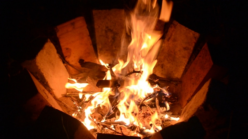 Пишется сказка...горит огонек=) Тепла вам всем, люди.=)