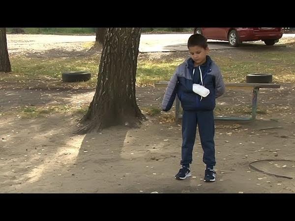 Сюжет ТСН24: Восьмилетнему мальчику отрезало фаланги пальцев на неисправной карусели