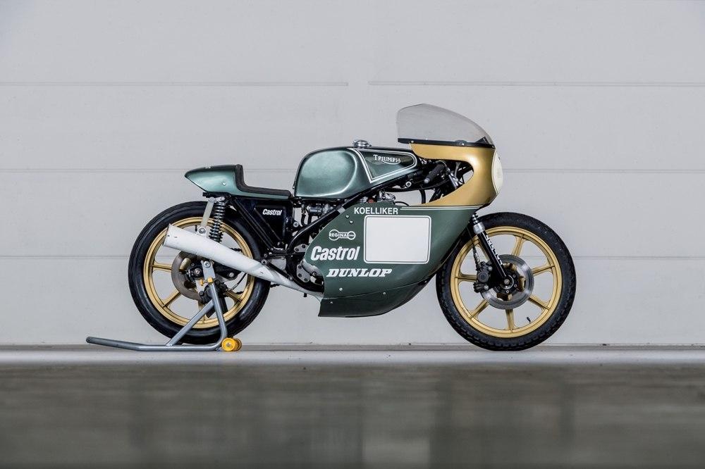 Старинный гоночный мотоцикл Triumph Trident 750 Koelliker