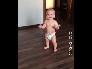 Топ, топ, очень не легки, для ребенка первые шаги ❤