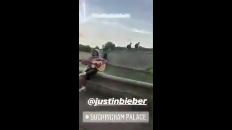 """Justin diz """"A garota que está bem ali é o amor da minha vida""""."""