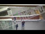 18+  РЕН ТВ публикует видео наезда автобуса на людей в подземном переходе в Москве РЕН ТВ