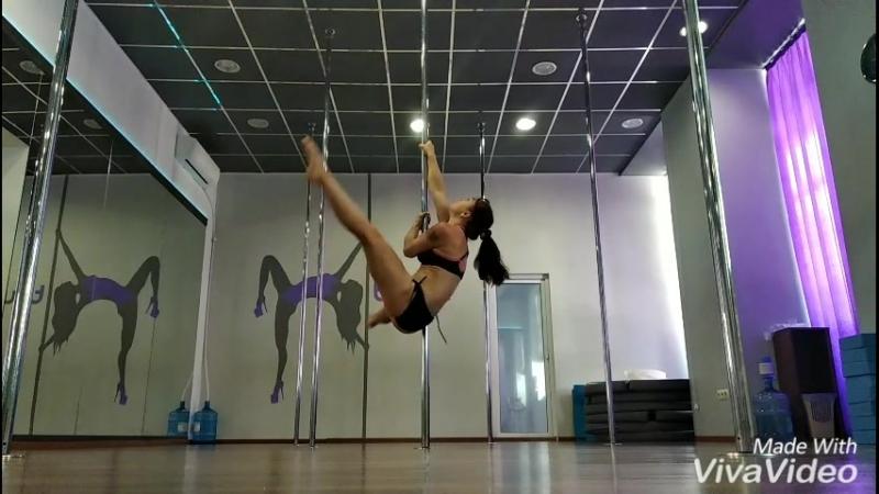 Träning 🤸 ...главное - продолжать работать над собой... Лето - отдых манит и зовёт... ☀️👈😁  poledance polesport_poletricks p