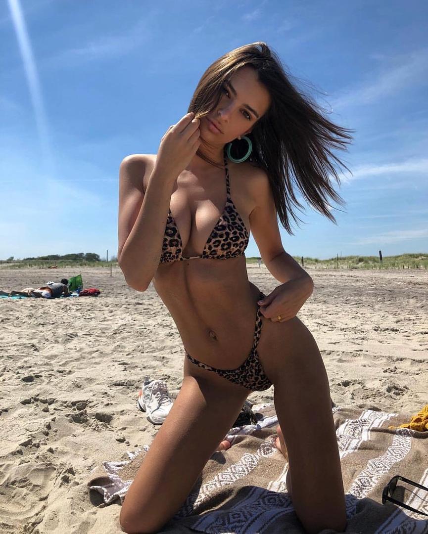 Huge tits exhibitionist