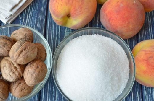 Варенье из персиков с грецкими орехами
