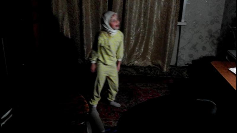 2018.09.16, Вс. Нина в пижаме танцует под Sonata Arctica