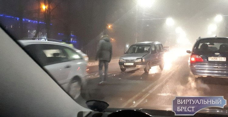 Утром в тумане произошло ДТП на Машерова в Бресте
