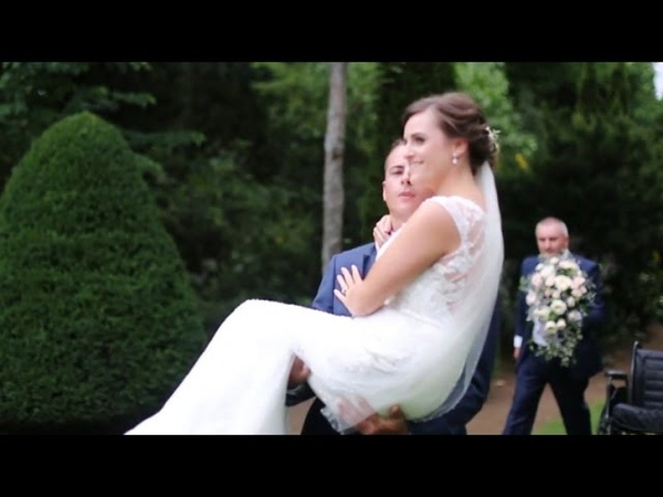 The Wedding Must Go On Groom Carries Injured Bride Down Aisle After Accident