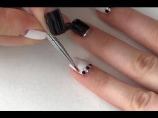 Черно-белая игра на ногтях! Я в восторге!