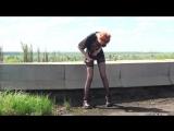 Фотосессия в чулках на улице - красивая девочка