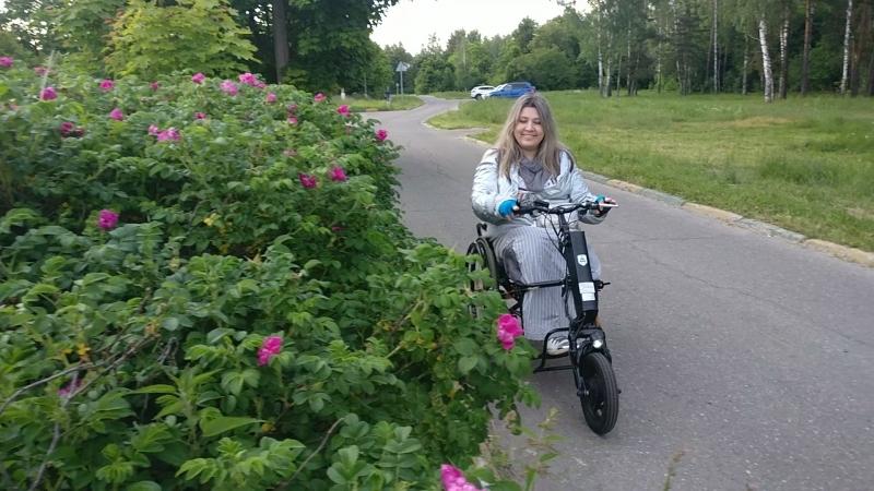 Первая поездка на коляске с приставкой до озера