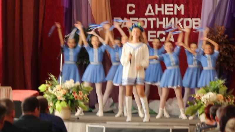 Песня Беларусь чароўная (фрагмент) в исполнении Ирины Володенко, подтанцовка - учащиеся ДШИ г.Чаусы