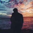 Когда я его обнимаю, я закрываю глаза, уткнувшись к нему в шею, и понимаю…