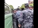 В Ереване задержанные протестующие сбежали из полицейского фургона Полиции и автозаков на всех уже не хватает