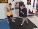Фредди Роуч учить бить хук