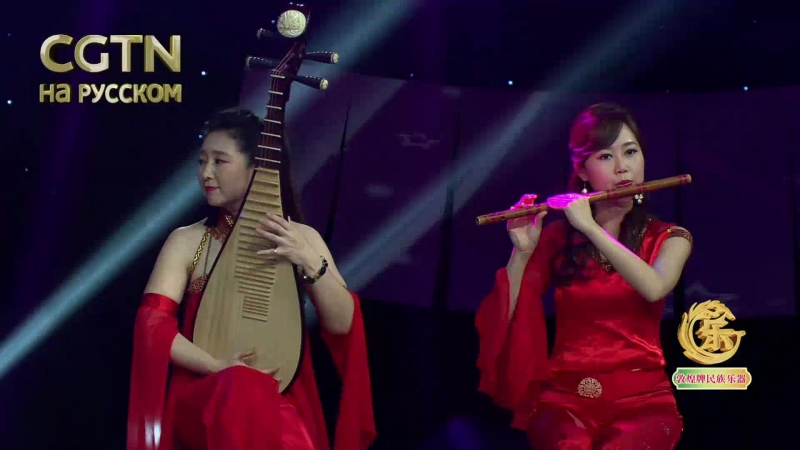 Проникновенная мелодия в исполнении китайских народных инструментов и индийских ситар.