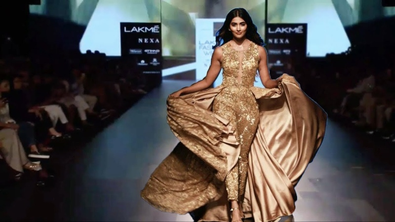 Pooja Hegde Walks For Sonaakshi Raaj | Fall/Winter 2017/18 | Lakme Fashion Week