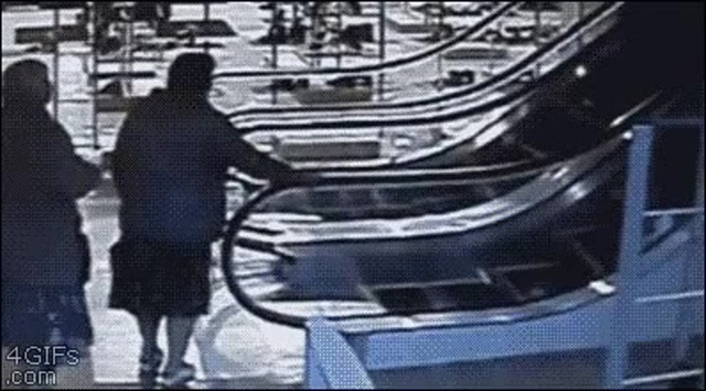 Escalator {} mozgólépcső {} эскалатор