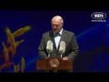 Лукашенко подарил Geely Atlas коллективу белыничского колхоза Родина