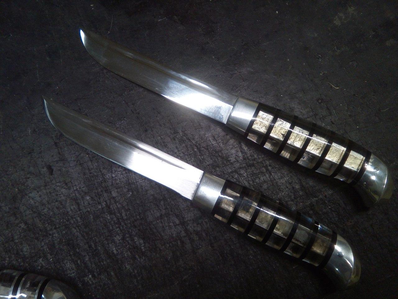 Ножи с рукоятями из прозрачного плексигласа