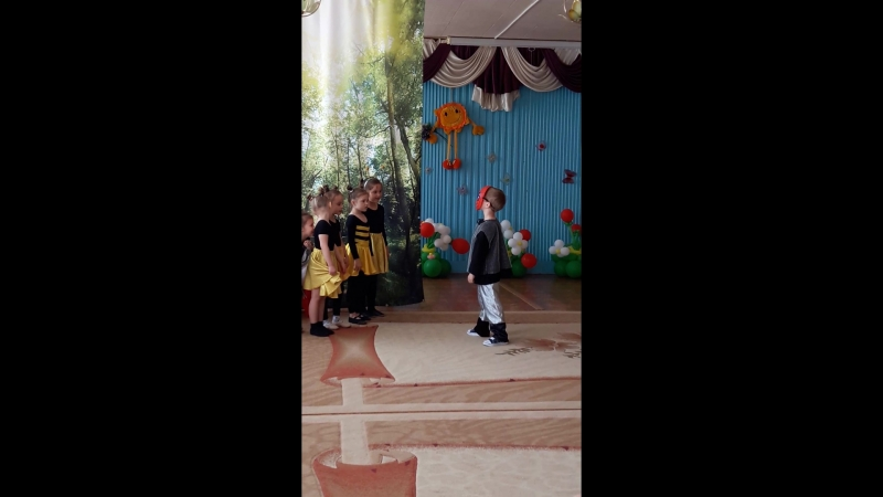 Выступление Владика в саду