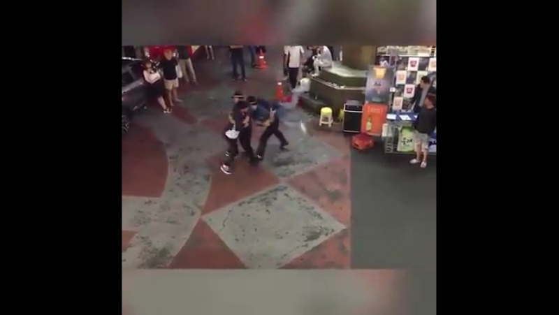 Термоядерное видео корейского стритфайтинга с участием копов