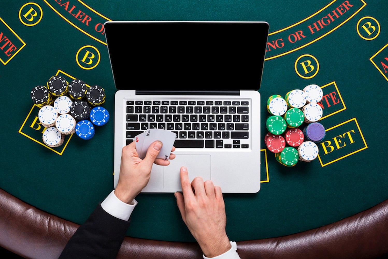 Различия между наземными и онлайн казино